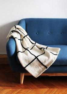 kit-tricot-laine-fine-couverture-the-grid-blanket_FR-01.jpg